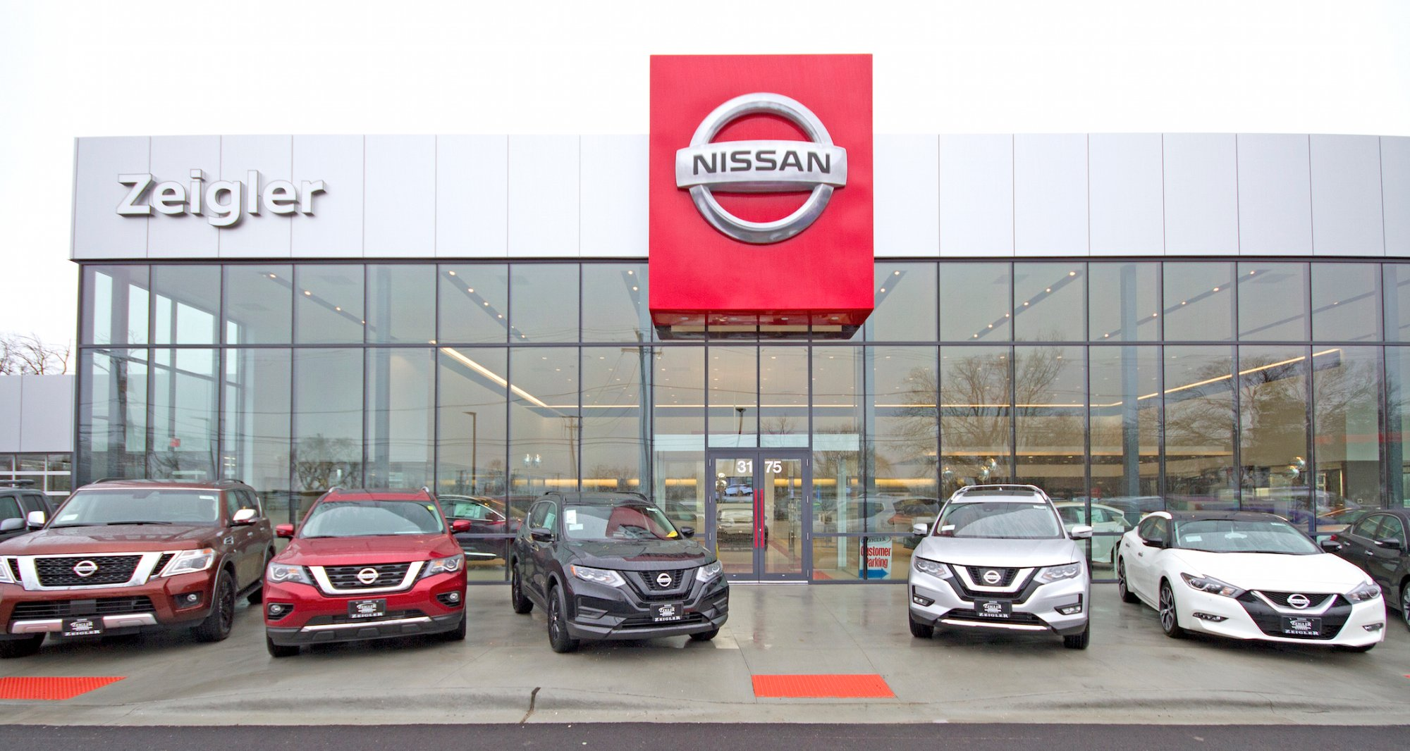 nissan-opens-first-purpose-built-20-store-us-iconic-design-francis-mariela